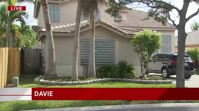 Man dies after falling from ladder while putting up shutters at Davie home20170908203205_10567589_ver1.0_1280_720